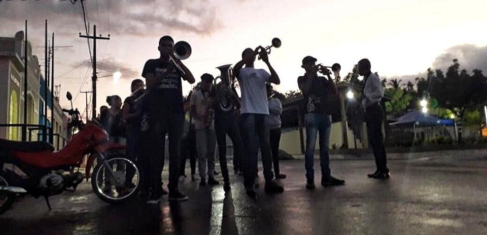 A Banda Sinfônica do nosso município, anuncia mais um aniversário da padroeira da nossa cidade, seguindo nossa tradição.