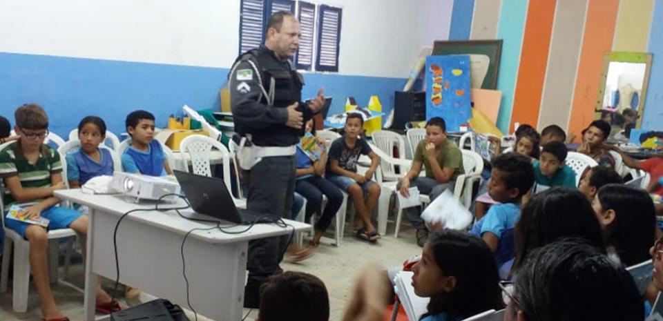 O Projeto Educação no Trânsito em parceria entre Polícia Militar, Detran, Prefeitura e SME trabalham a conscientização do Transito.